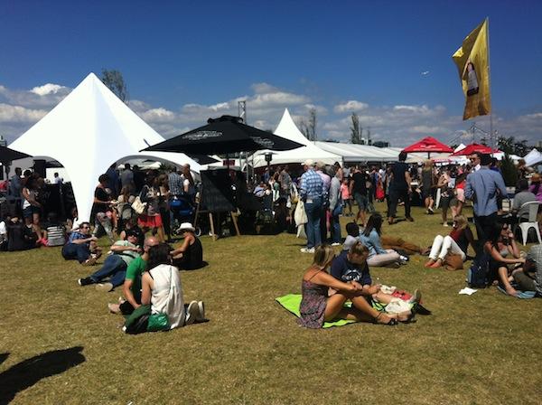 TASTE OF MELBOURNE CROWD ON LAWN