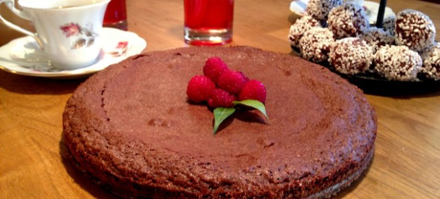 Recipe: Kladdkaka (Chocolate Fudge Cake)