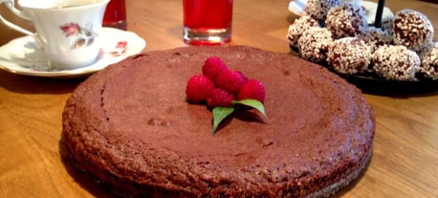 Recipe: Kladdkaka (Chocolate Fudge Cake)