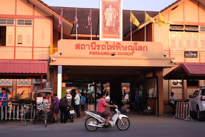 Street Life in Phitsanulok train station