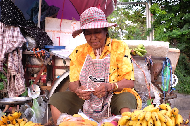 Street Life in Phitsanulok papaya lady