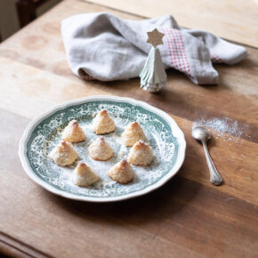 Christmas Coconut Macaroons Recipe (two ways)