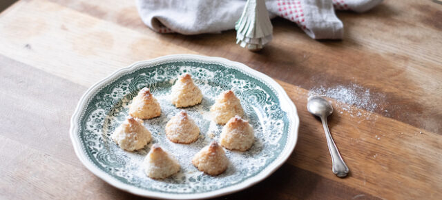 Christmas Coconut Macaroons Recipe (two ways)